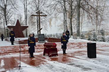 В Твери торжественно перезахоронили останки советских воинов