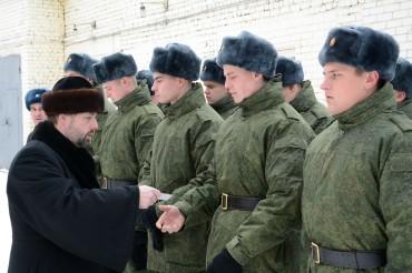 Призывники, равнение на Кремль!