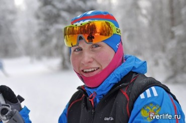 Хорошей спортсменке лыжи не мешают