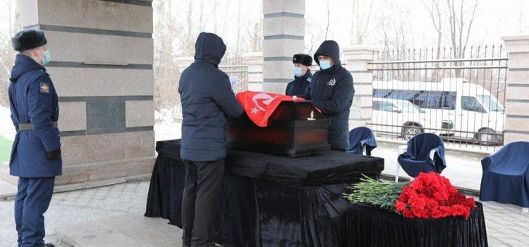 гроб под знаменем